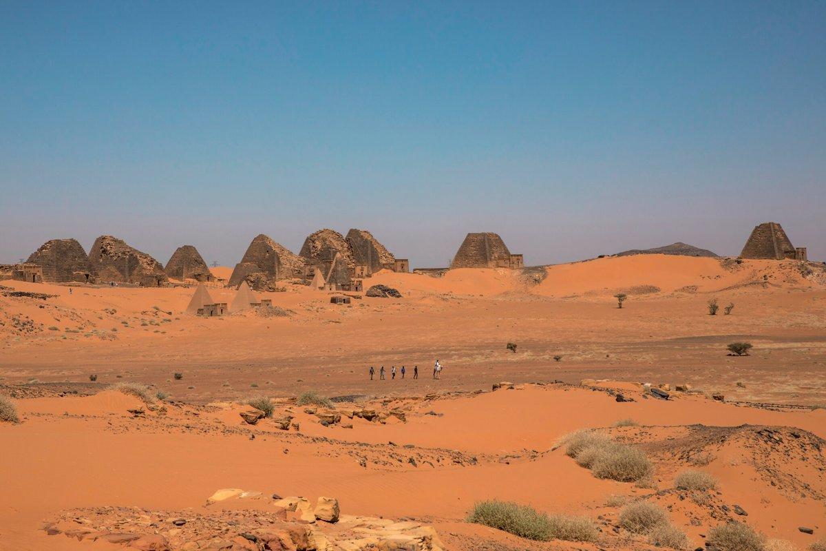 اهرام موجود در مِرو نسبت به نمونه های مصری خود بسیار کوچکتر هستند.