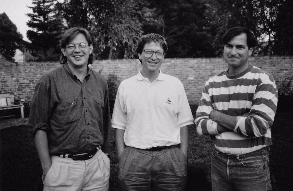 از راست به چپ: استیو جابز، بیل گیتس و استیو وُزنیاک