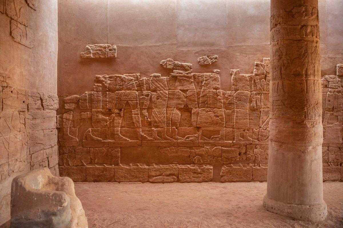 کتیبه هایی در داخل معبد Apedemak یا معبد شیر، در Naqa.