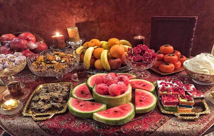 میز شب یلدا و باقلوا، پسته و میوه های خشک و تر