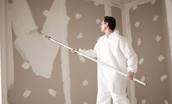 دیوارها را بتونه کاری کنید و آستربزنید