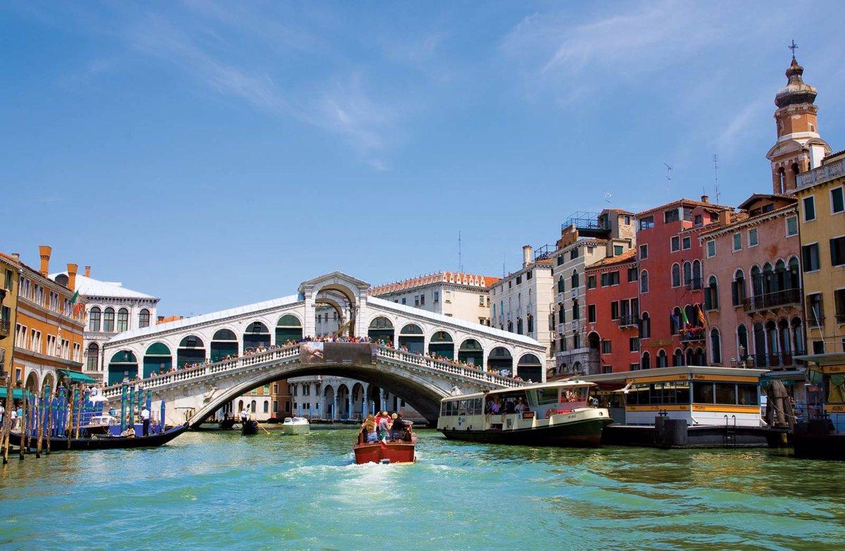 یکی از پل های ونیز با معماری بی نظیرش