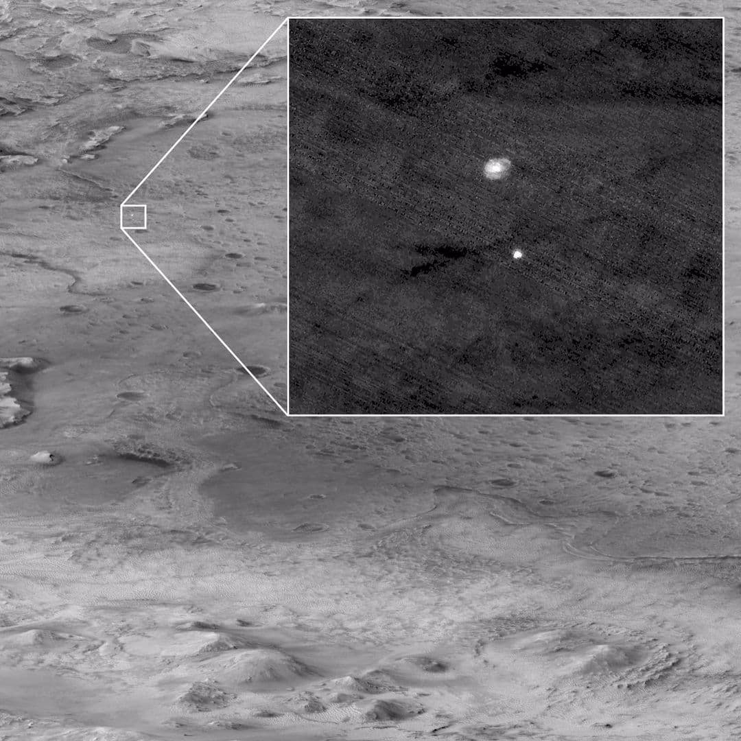 آخرین تصویر نیز مرحله ورود مریخ نورد پرسویرنس به جو مریخ است که توسط دوربین
