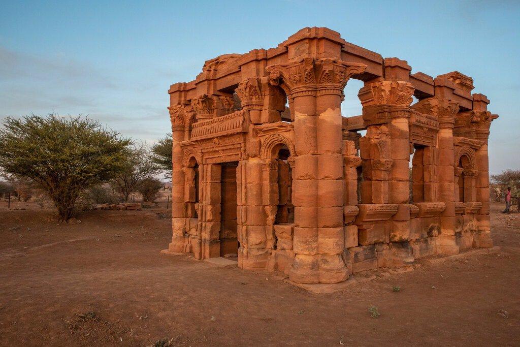 ساختاری معروف به کیوسک رومی در سایت باستانی نقا.