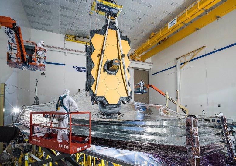 آخرین آزمایشات استفاده از سپر خورشیدی و کشش تلسکوپ فضایی جیمز وب در دسامبر سال 2020 به پایان رسید.