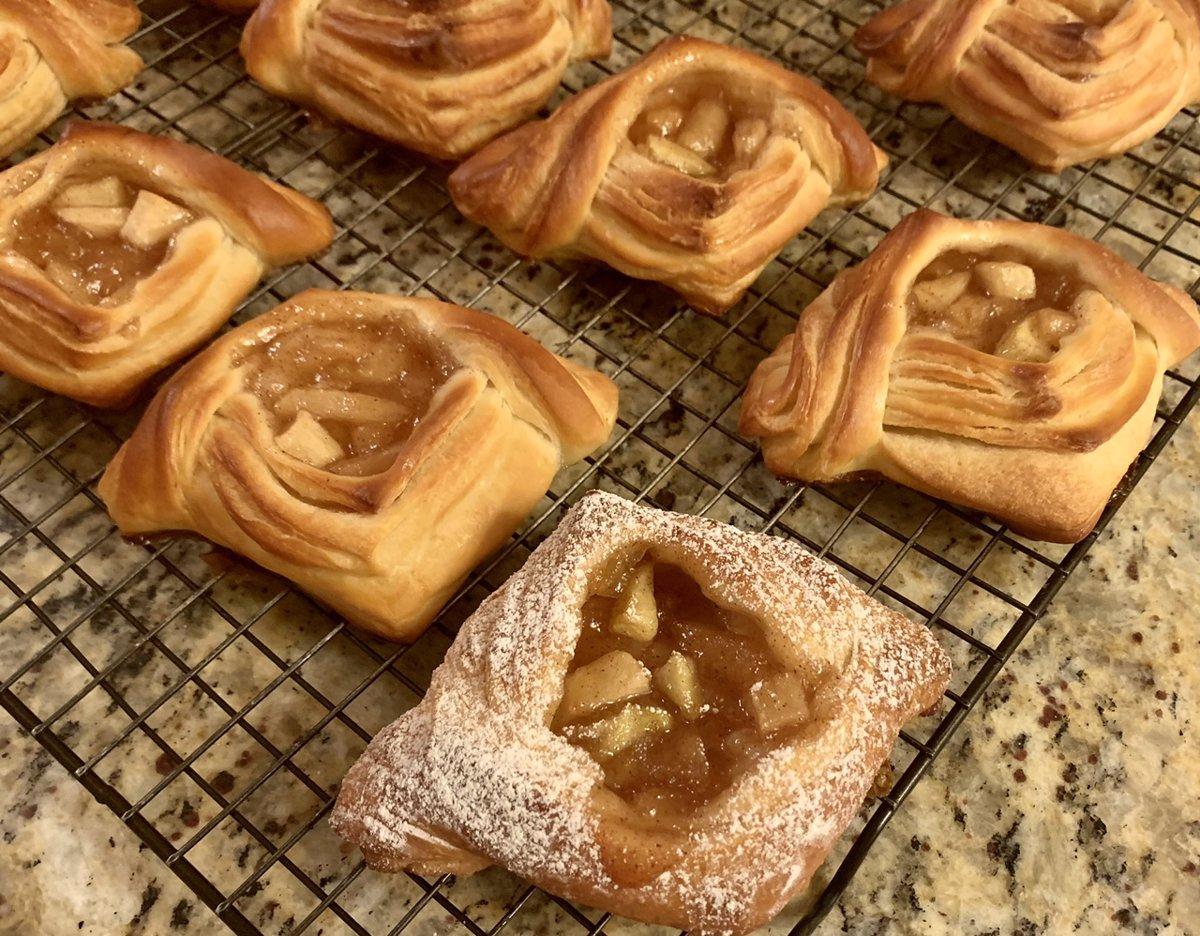 شیرینی دانمارکی با مغزی سیب
