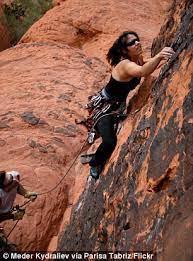پریسا در حال صخره نوردی
