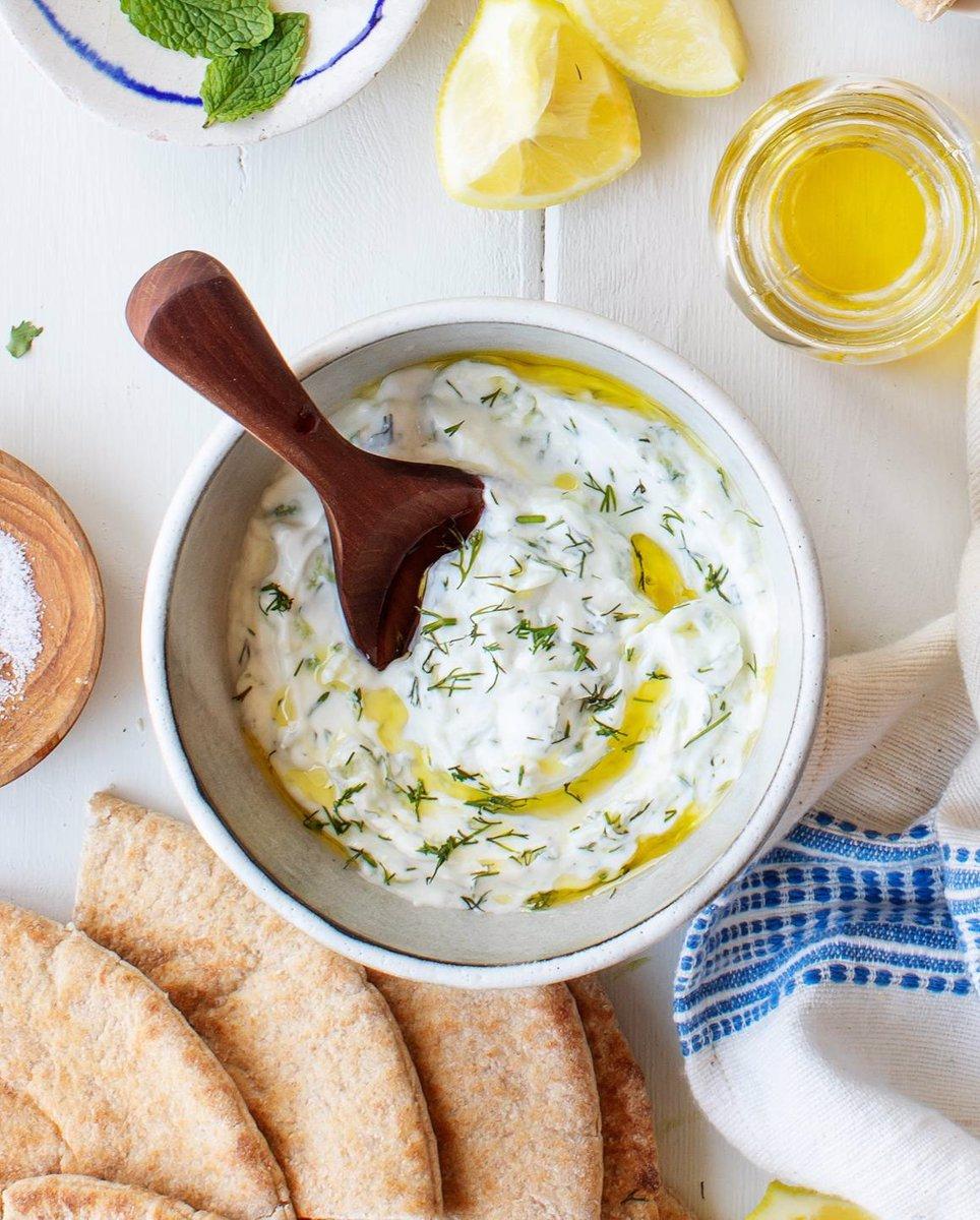 ماست یونانی با سبزیجات و لیمو