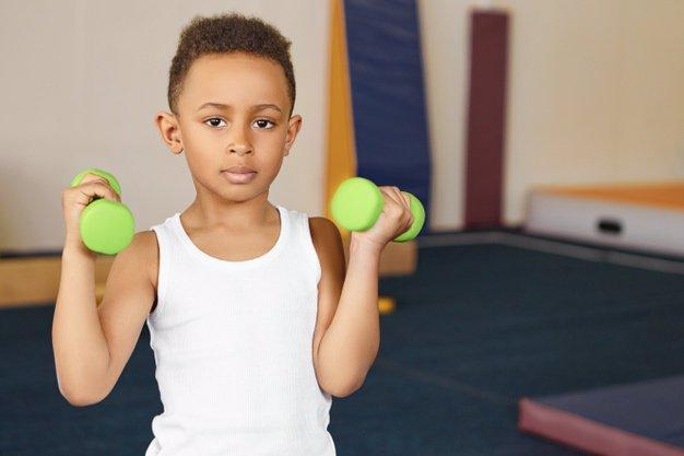 قبل از تصمیم گیری درباره شروع رژیم تمرینی در کودکان، به فکر سلامتی ذهن کودک خود برای مدت طولانی باشید.