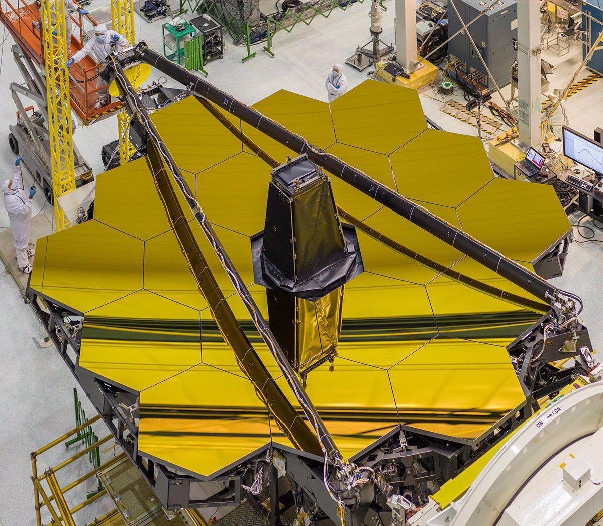 آینه تلسکوپ فضایی جیمز وب