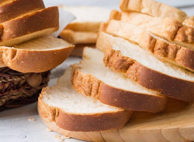 خوردن نان سفید اصلاح شده