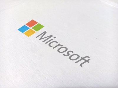 تیشرت سفید طرح Microsoft
